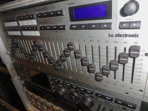 TC Elec EQ Station 8  + téléco + motorfader Image
